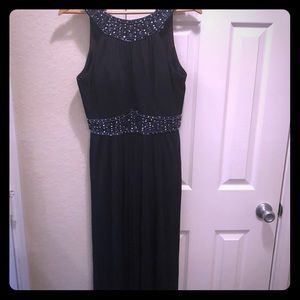 Elegant navy blue gown with sequins details